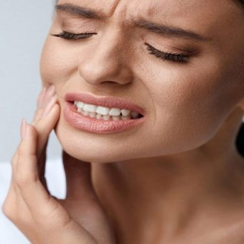 ۵ نشانه قبل از اینکه برای عصب کشی دندان اقدام کنید!